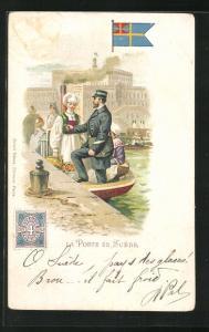 AK Suede, La Poste, Postbote in einem Boot, Briefmarke und Flagge