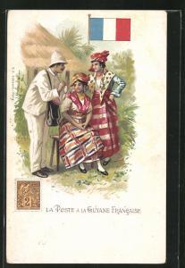 AK Guyane Francaise, La Poste, Briefträger bei zwei Frauen, Briefmarke und Flagge