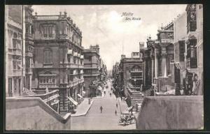AK Malta, Str. Reale, Blick auf prächtige Häuserfassaden an Strasse