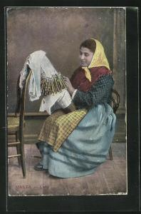 AK Malta, Lace, Frau beim klöppeln
