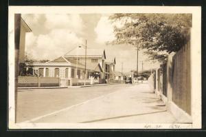 Foto-AK Aruba, Blick in Strasse mit europ. Wohnhäusern