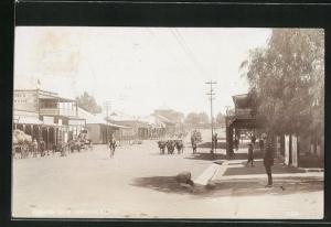 Foto-AK Kroonstad, Cross Street, Blick in die Strasse