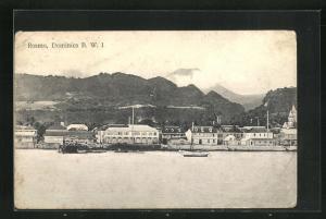 AK Roseau, Blick vom Wasser auf die Ortschaft