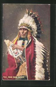 AK Tall Man Dan, Sioux, Mann mit Federschmuck, First Nation