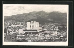 AK Quito, Palacio Legislativo, al fondo el Volcan Pichincha