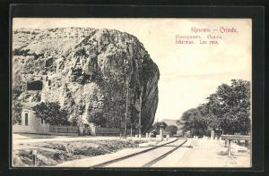 AK Inkerman / Krim, Les rocs, Bahnlinie an den Felsen