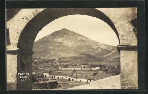 AK Potosi, Cerro, Blick aus Torbogen auf Häuser und Bergspitze