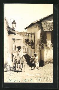 AK Taxco, Bauern auf Eseln auf steinigem Weg zwischen Häusern