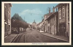 AK Pont-de-Veyle, Strassenpartie mit Gebäudeansicht