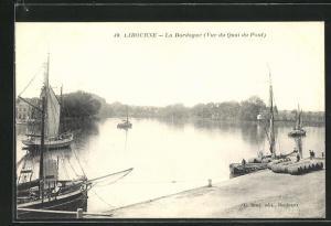 AK Libourne, La Dordogne (Vue du Quai du Pont)