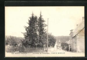 AK Vieux-Moulin, Ortspartie mit Passanten auf der Strasse