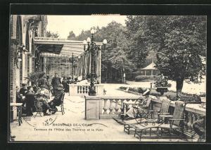 AK Bagnoles-de-l'Orne, Terrasse de l'Hotel des Thermes et le Parc