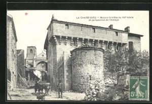 AK La Chaise-Dieu, Maison fortifièe du XV. siècle et perspective de l`Abbaye