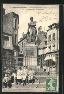 AK Condè-sur-Noireau, Statue du Contre-Amiral Dumont d`Urville