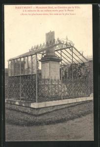 AK Hautmont, Monument èlevè, au Cimetière par la Ville
