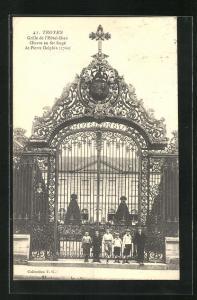 AK Troyes, Grille de l`Hotel-Dieu, Oevre en fer forge de Pierre Delphin 1760