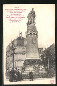 AK Troyes, Le Monument des Enfants de l`Aube, Eleve a la Memoire des Enfants morts pour la Patrie Inaugure en 1890