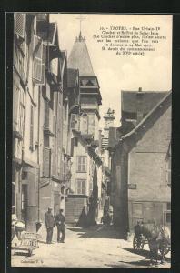 AK Troyes, Rue Urbain-IV, Clocher et Beffroi de Saint-Jean