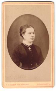 Fotografie F. Kugler, Sigmaringen, Portrait junge Dame mit Ohrringen u. Kreuzkette