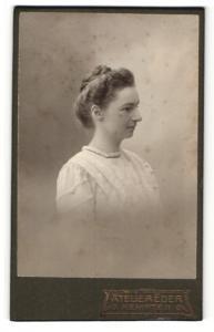 Fotografie Atelier Eder, Kempten, Portrait junge Dame mit Flechtfrisur im hübschen Kleid