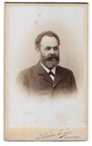 Fotografie Atelier Eder, Kempten, Portrait bürgerlicher Herr mit Vollbart im Anzug