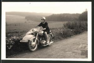 Fotografie Motorrad Horex, hübsche junge Dame auf Krad mit Seitenwagen