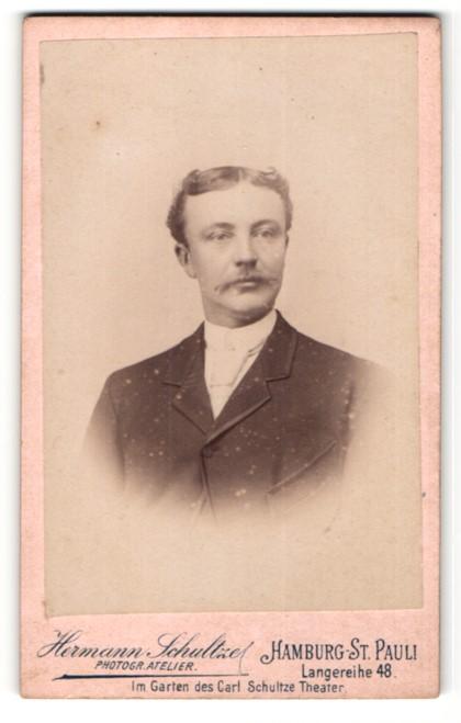 Fotografie Hermann Schultze, Hamburg, Mann im Jacket mit Mittelscheitel und Schnauzer 0