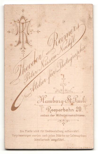 Fotografie Th. Reimers, Hamburg, Frau im Kleid mit Puffärmeln 1