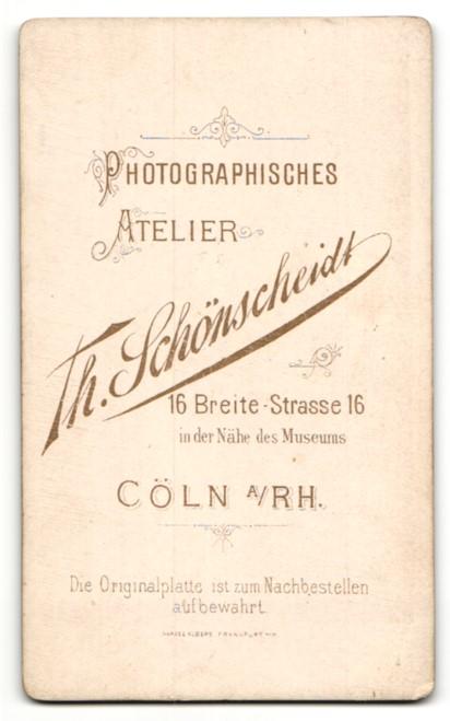 Fotografie Th. Schönscheidt, Cöln, Baby im Taufkleid auf Sessel liegend 1
