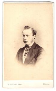 Fotografie W. Copeland, Oakham, Mann im Anzug mit Kotletten