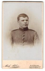 Fotografie Mich. Alber, Augsburg, Portrait junger Soldat in Uniform