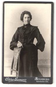 Fotografie Atelier Germania, Augsburg, Portrait junge Dame in schwarz