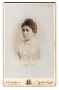 Fotografie M. Hirschbeck, Landsberg a/Lech, Portrait junge Frau mit zusammengebundenem Haar