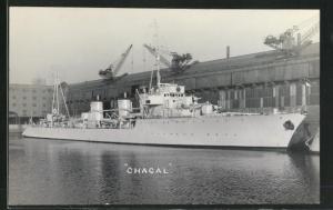AK Französischer Zerstörer Chacal im Hafen