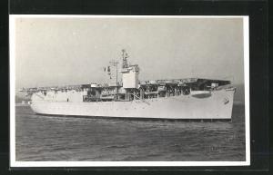 Foto-AK Kriegsschiff Dixmude-Flugzeugträger vor der Küste