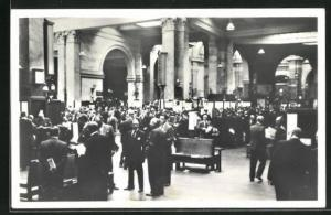 AK London, Stock Exchange: the nation`s market place, scene on the trading floor