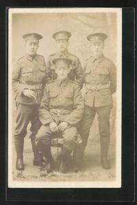 AK vier britische Soldaten in interessanten Uniformen