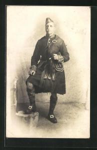 AK britischer Soldat mit Dudelsack in Uniform