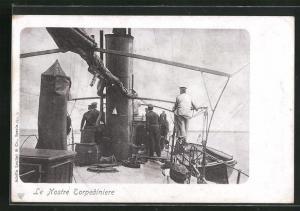 AK Le Nostre Torpediniere, Vorbereitungen zum Abschuss eines Torpedos an Bord eines italienischen Kriegsschiffes