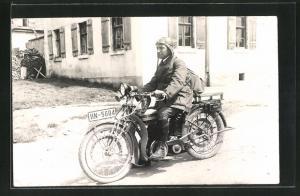 Foto-AK Fahrer auf Triumph-Motorrad