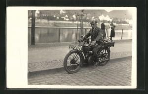 Foto-AK Motorradfahrer auf DKW