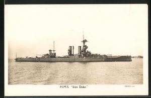 AK Kriegsschiff H.M.S. Iron Duke in Küstennähe