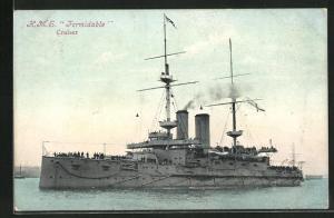Künstler-AK H.M.S. Formidable in voller Fahrt, Kriegsschiff