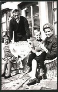Fotografie Fürst Rainier von Monaco und Grace Kelly nebst Tochter & Sohn