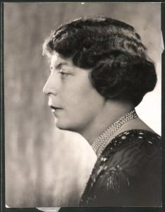 Fotografie Portrait Gräfin Maria Bienerth-Schmerling, Rückseitig Nachricht über ihr Ableben 31.12.1935