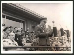 Fotografie I. Sommerspartakiade 1958, Leipzig, Generaloberst Willi Stoph während einer Rede