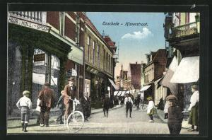 AK Enschede, Kinder vor den Geschäften in der Haverstraat