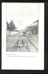 AK Santa Isabel, Calle Armero, Kinder an den Schienen