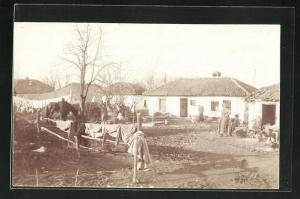 AK Nisch, Strassenpartie in einem Zigeunerdorf