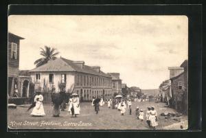 AK Freetown, Howe Street, Strassenpartie mit Passanten